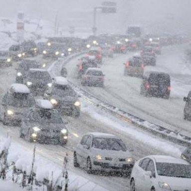 Синоптики попереджають про сильний сніг, хуртовини й шторм