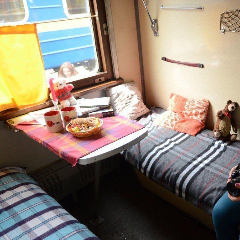 До кінця місяця у пасажирських поїздах «Укрзалізниці» запрацює послуга повноцінного харчування