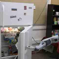 Німецькі інженери навчили робота приносити пиво із холодильника (відео)