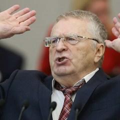 Жириновський обматюкав Собчак на дебатах, а вона облила його водою (відео)