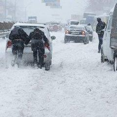 Україну замітає снігом. Ситуація на дорогах