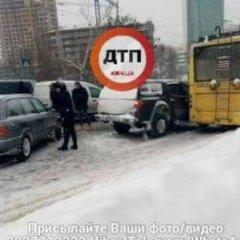 Потужна аварія у Києві: на Повітрофлотському шляхопроводі постраждали 6 машин