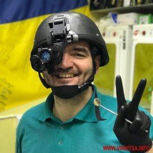 Стоматолог створив для військових каску нічного бачення за допомогою бормашини