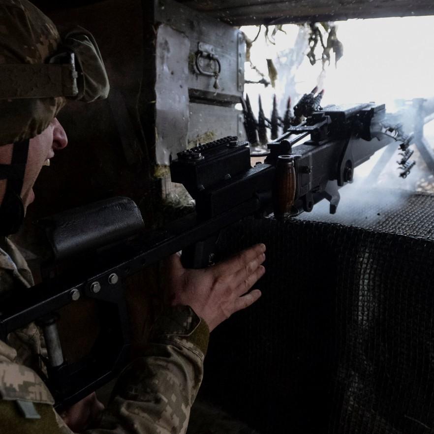 За минулу добу російські найманці 8 разів відкривали вогонь по позиціях ЗСУ: двох українських бійців поранено