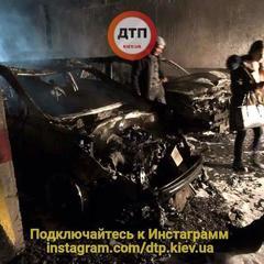 У Києві на підземному паркінгу вщент згоріли 5 автомобілів (фото)