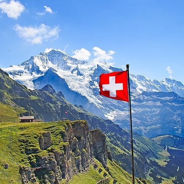 Швейцарці проголосували за те, щоб і далі платити податки