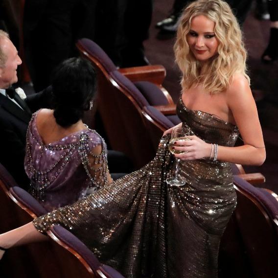 Дженніфер Лоуренс в черговий раз дивно себе поводила на «Оскарі» (фото)