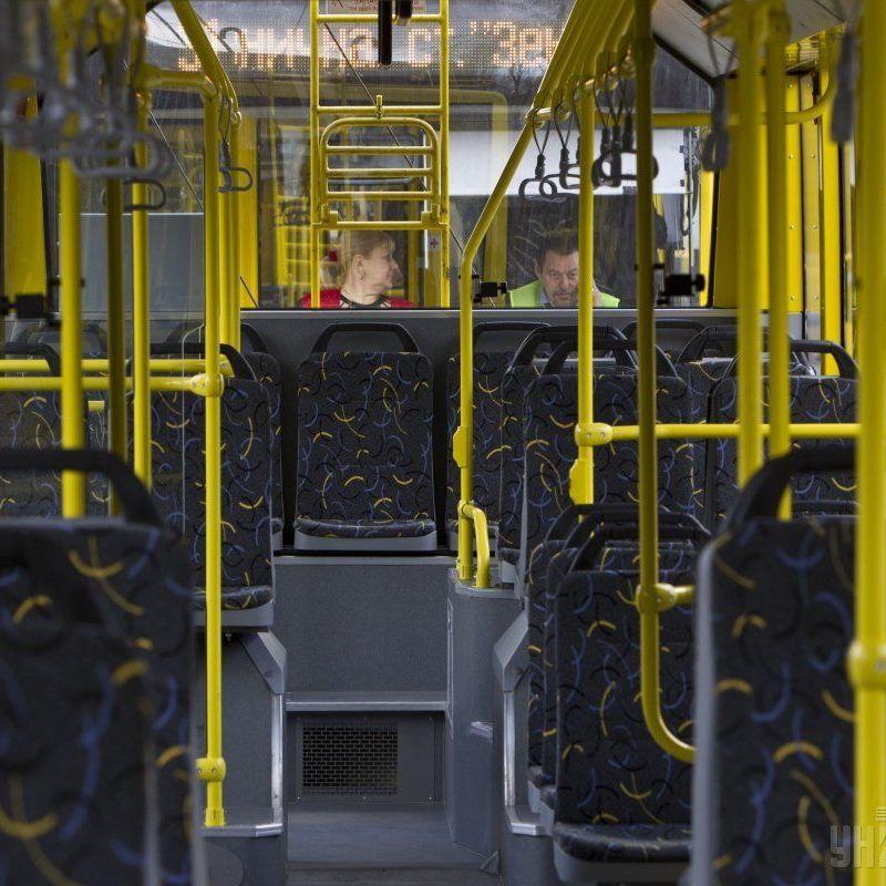 У Чернігові під час посадки у тролейбус струмом ударило 11-річну дитину