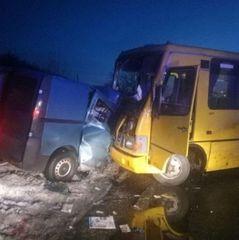 На Полтавщині рейсовий автобус потрапив в ДТП: є загиблий та постраждалі (фото)
