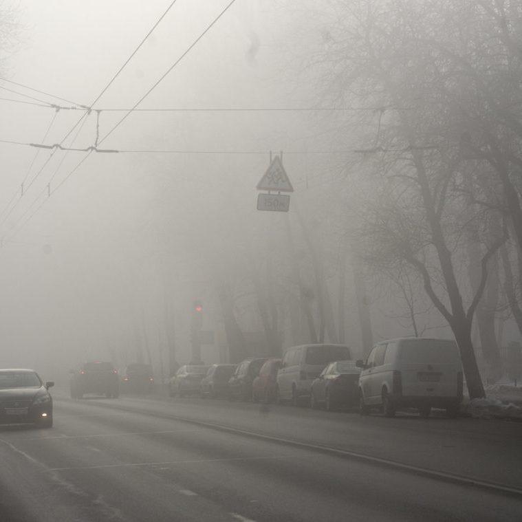 У Києві до кінця доби і вранці 8 березня очікується туман, на дорогах ожеледиця