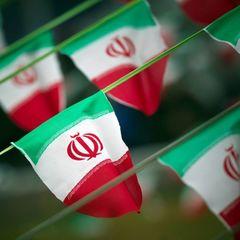 В Ірані жінку засудили до двох років в'язниці за те, що зняла хіджаб на вулиці