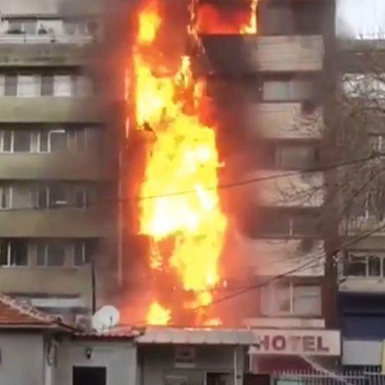 У Туреччині на курорті дві жінки стрибнули із балкону палаючого готелю