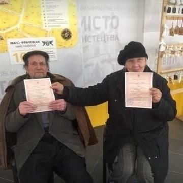 В Івано-Франківську одружилася найстарша пара: йому 97, їй – 64