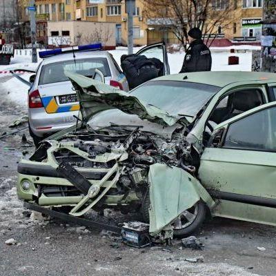 Моторошна ДТП з поліцейськими під Києвом: правоохоронці знаходяться в реанімації (фото)