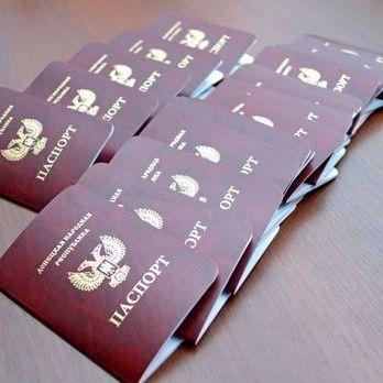 Держприкордонслужба: ДАІ РФ зупинила «голову адміністрації ДНР» і наказала йому замінити номерні знаки на українські