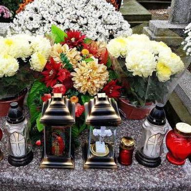 Українцям ускладнили процедуру поховання померлих родичів