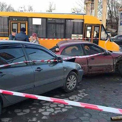 Поліція зі стрільбою затримала водія, який влаштував смертельну ДТП у Дніпрі: відео 18+
