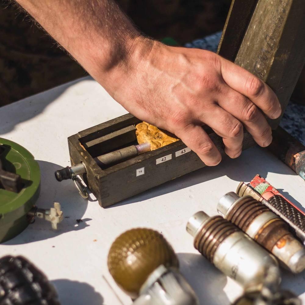 У Києві на Троєщині чоловік жбурнув вибухівку у патрульних (фото)