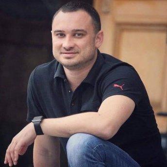 На Одещині невідомі підпалили автомобіль депутата (відео)