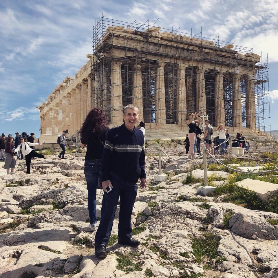 Художник з Полтавщини вперше побував у Греції за кошти, зібрані у Facebook