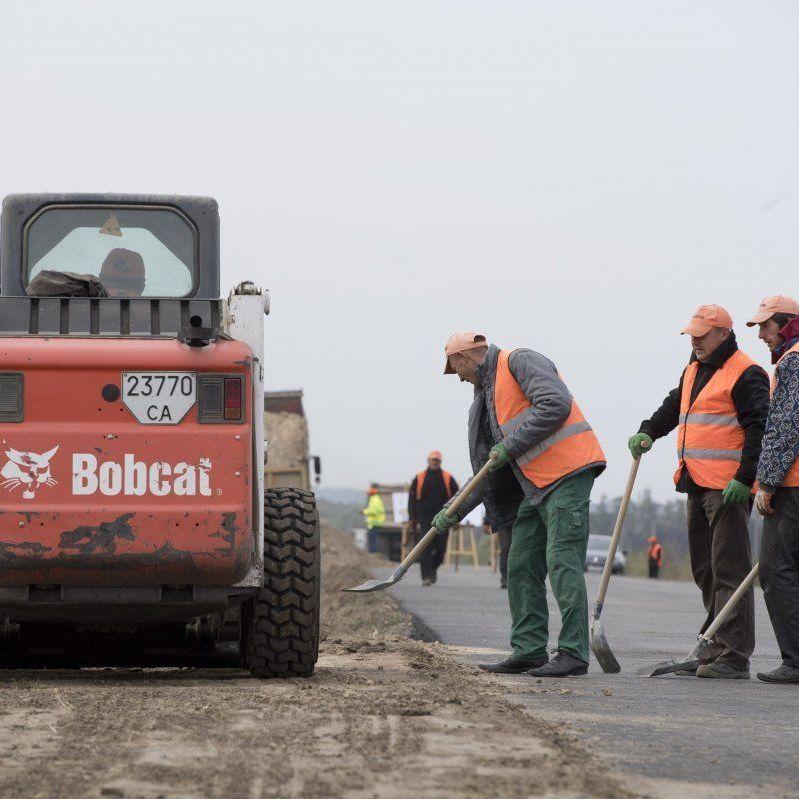 Гройсман анонсував масштабний аудит дорожніх робіт за 2017 рік