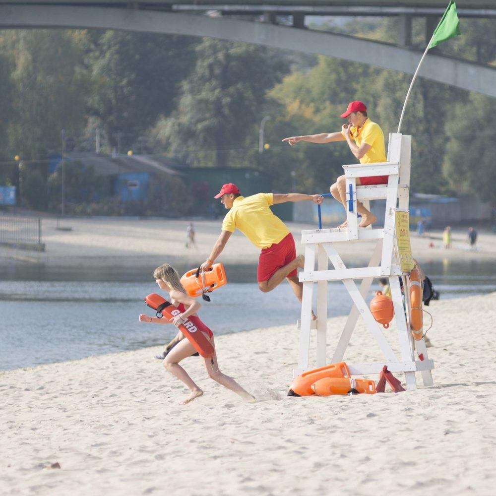 Влада Києва оголосила набір людей у «Пляжний патруль»