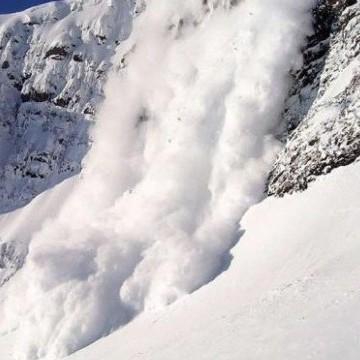 Сходження лавини у Швейцарії: один лижник загинув, троє зникли безвісти