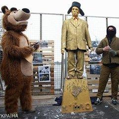 Що відбувається під посольством Росії в Києві: фото з місця подій