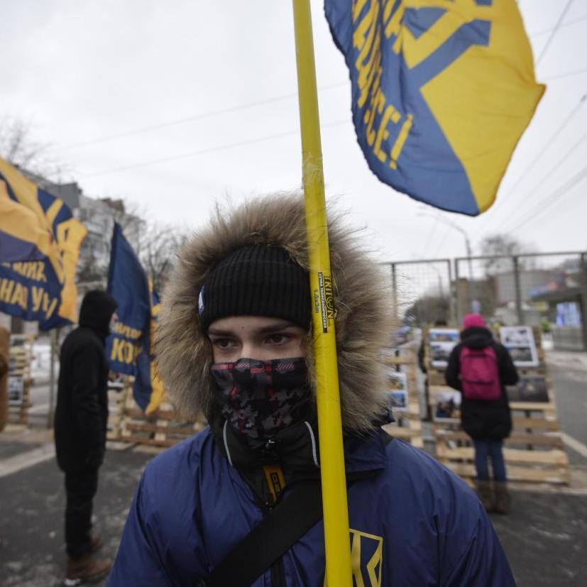 «Жодного голосу окупанту »: у Львові активісти перекрили доступ до консульства РФ