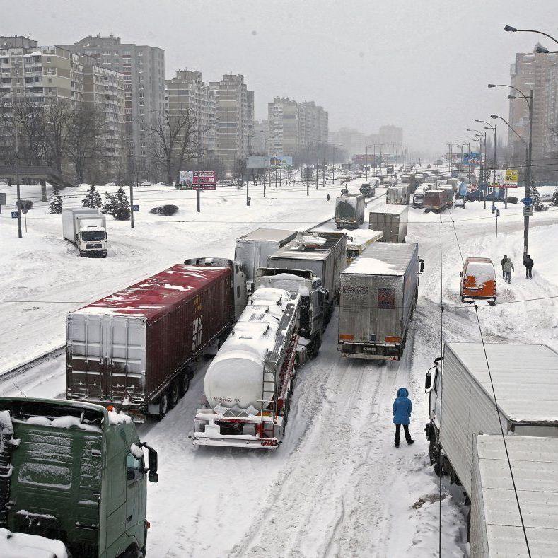 У Дніпрі через сніговий колапс можуть оголосити надзвичайний стан (відео)