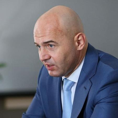 Народні депутати ходять у парламент зі зброєю, - Кононенко