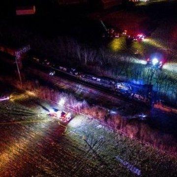 В США зіткнулися два потяги, виникла пожежа: проходить евакуація цілих кварталів
