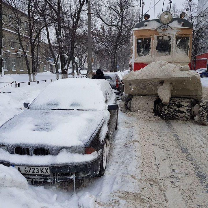 Погода: в Україні сьогодні очікується ожеледь і сніг до 15 см