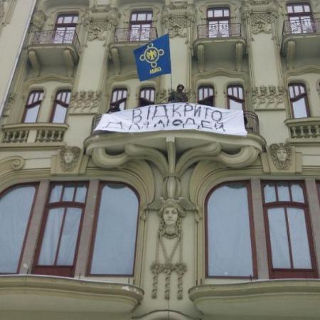 «Відкрито для людей»: націоналісти увірвались в готель в центрі Одеси