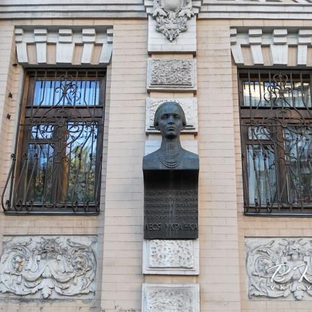 У Києві затримано зловмисників, які викрали погруддя Лесі Українки