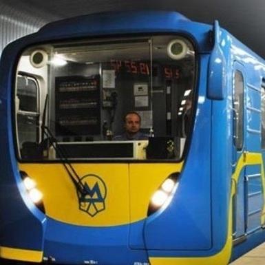 Стало відомо, чому в годину пік у Києві призупинили рух поїздів метро