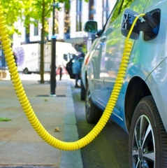 Електромобілі стануть дешевшими за бензинові, — Bloomberg