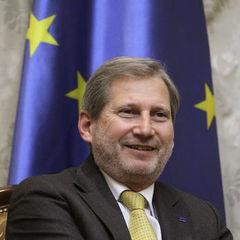 Єврокомісар Ган стурбований відсутністю в Україні вироків проти високопосадовців, які фігурують у розслідуваннях НАБУ