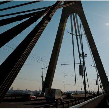 У Києві сьогодні обмежать рух трьома мостами