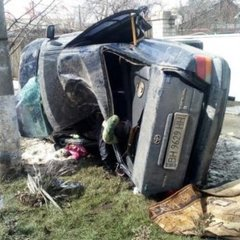 Смертельна ДТП в Одесі: авто влетіло у стовп і перекинулось