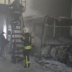 У Миколаєві згоріло тролейбусне депо: є постраждалі (фото)