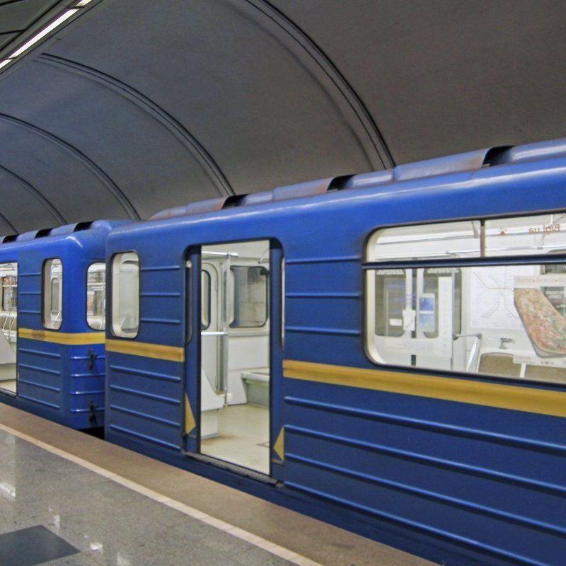 У Києві через задимлення закрили станцію метро Лівобережна