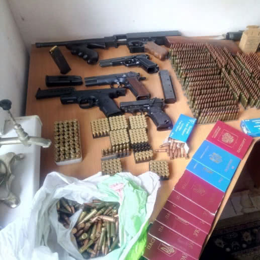 У Києві поліція викрила незаконне угрупування, яке виготовляло документи бойовикам (фото)