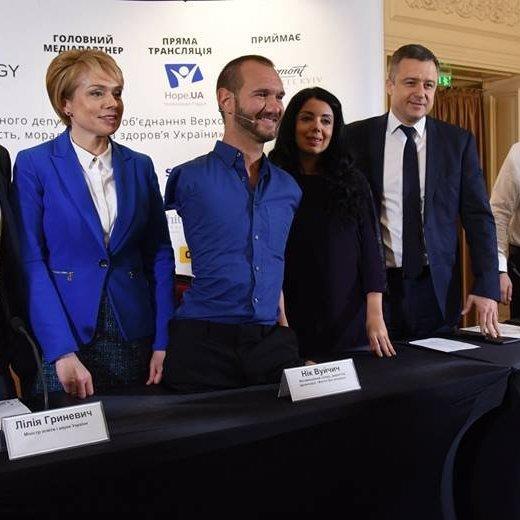 Нік Вуйчич взявся за проект для українських шкіл