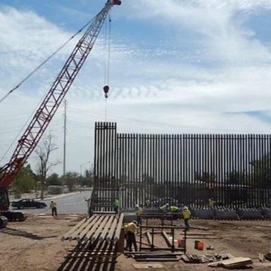 Трамп подав перші фото стіни на кордоні з Мексикою