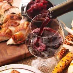 Кілька причин випити келих вина перед сном