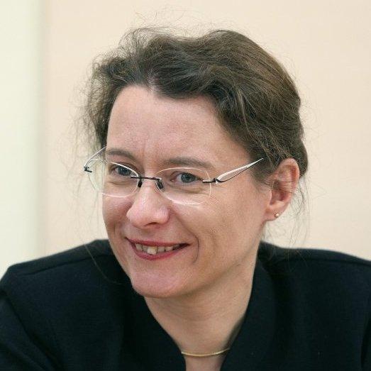 Французька весна: посол Дюмон зіграє на віолончелі у центрі Києва