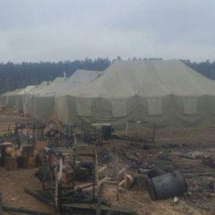 На Чернігівщині сталась пожежа в наметовому містечку військової частини (фото)