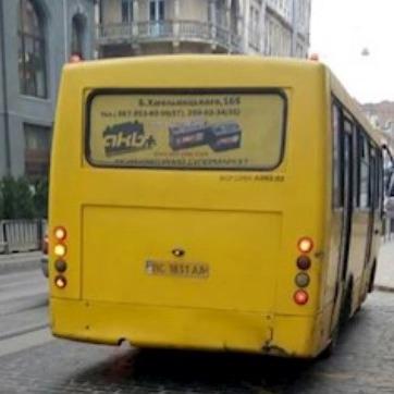 У Львові при зіткненні тролейбуса з маршруткою травмовано сімох осіб