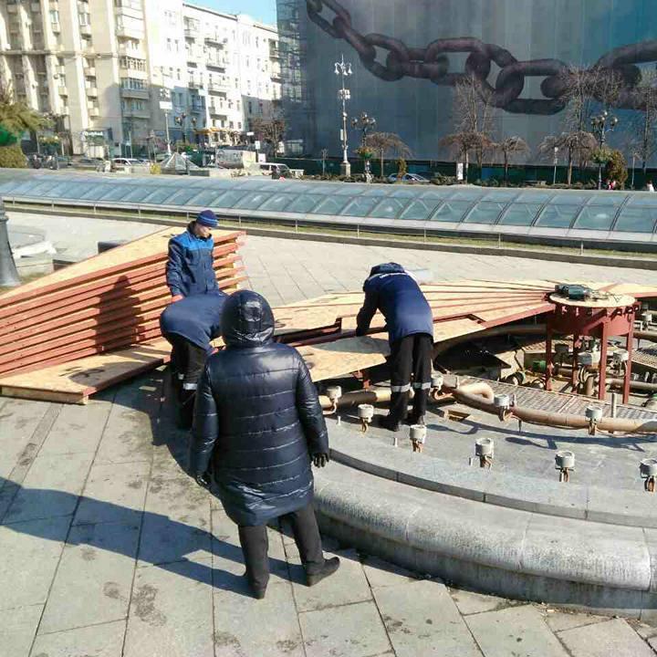 Комунальники готують до роботи фонтани Києва (фото)